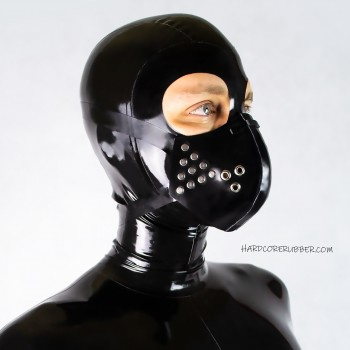 Rubber face mask with rivets - model.03
